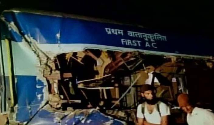 आंध्र प्रदेश में ट्रेन हादसा: 32 की मौत, रेल मंत्री ने दिए जांच के आदेश