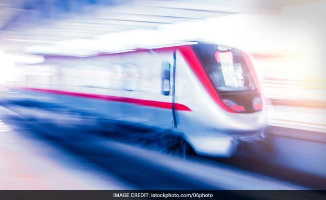 ट्रेन 'वंदेभारत' की अब 6 कोच की खिड़कियां हुईं डैमेज