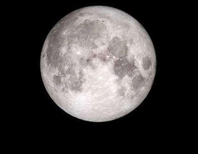 नासा ने गुरुपूर्णिमा पर पहली बार जारी की चांद की तस्वीर
