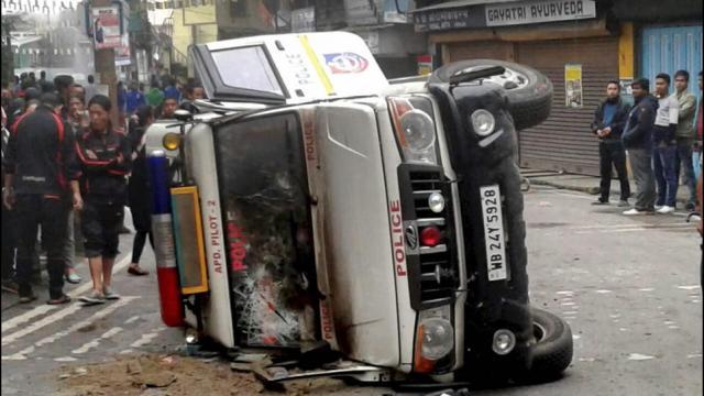 पश्चिम बंगाल हिंसा: दार्जिलिंग में 3 लोगों की मौत,सड़कों पर सेना तैनात