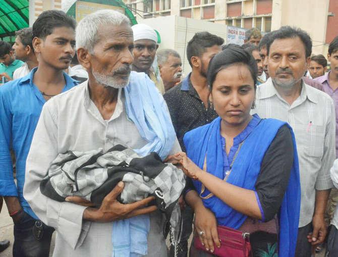 गोरखपुर में बच्चों की मौत पर DM ने सौंपी रिपोर्ट, 3 को ठहराया जिम्मेदार
