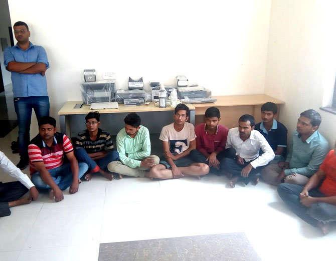 यूपी एसटीएफ ने 10 जालसाजों को पकड़ा, 40 रुपए में बनाते थे डुप्लीकेट आधारकार्ड