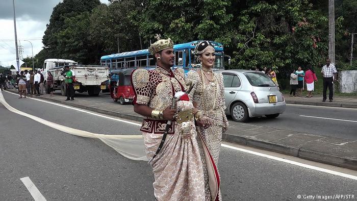 दुल्हन की साड़ी पर श्रीलंका में बैठी जांच