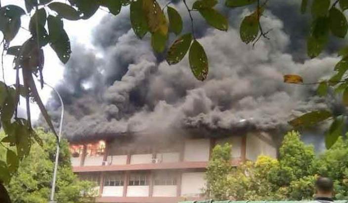 मलेशियाः स्कूल में आग लगने से 25 लोगों की मौत