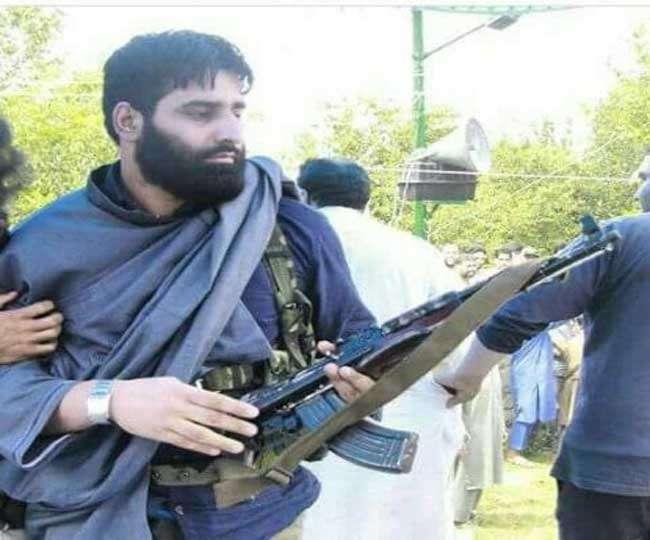 जम्मू-कश्मीर में शोपियां में गुस्साए ग्रामीणों ने 5 लाख के इनामी आतंकी को मार डाला