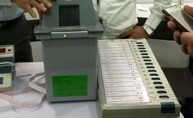 ईवीएम मामले में चुनाव आयोग, सरकार सहित इन्हें भी मिला नोटिस
