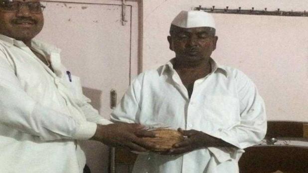दस लाख रुपए का एक नारियल