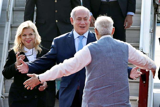 नरेंद्र मोदी नेतन्याहू से गले मिले, कांग्रेस ने PM की हग डिप्लोमैसी का उड़ाया मजाक