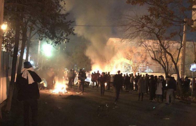 ईरान में हिंसक प्रदर्शन, 5 सुरक्षाकर्मियों की मौत