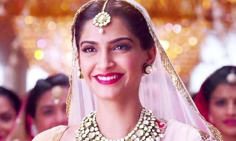 مشہور اداکارہ زینت امان کو ہراساں کرنے والا شخص گرفتار