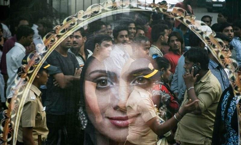 سری دیوی کی لاش بمبئی میں آخری رسومات شام کو