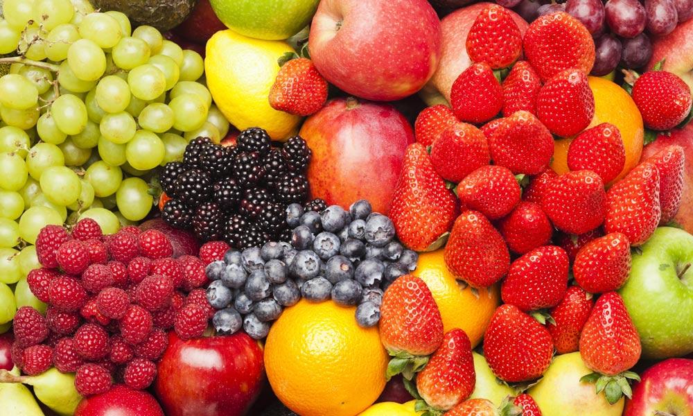 پھل کھائیں، خوبصورت نظر آئیں