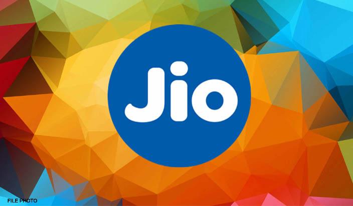Jio अपने यूजर्स को फ्री में रहा है 112 जीबी डाटा