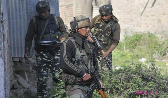 जम्मू-कश्मीर: पुलवामा में सुरक्षा बलों से मुठभेड़ में मारे गए 3 आतंकी, एक जवान शहीद