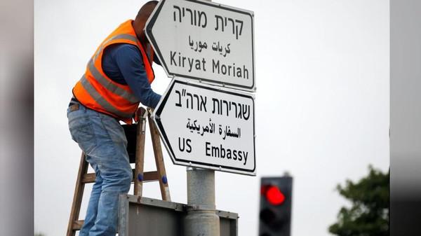 अमरीका ने खुली ग़ुंडागर्दी दिखाते हुए बैतुल मुक़द्दस को इस्राईल की राजधानी की घोषणा की