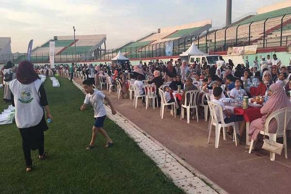 अल्जीरिया में दुनिया के सबसे बड़ी इफ़्तार टेबल सेट की स्थापना