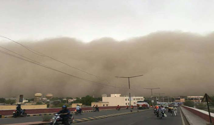 उत्तर भारत में आंधी तूफान, कई राज्यों में तेज हवाएं और बारिश