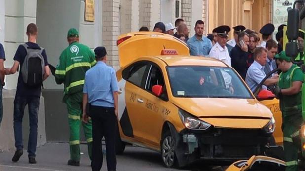 Moscow : फीफा विश्वकप देखने पहुँचे फुटबॉल प्रेमियों को नशे में धुत टैक्सी ड्राइवर ने रौंदा, 8 घायल
