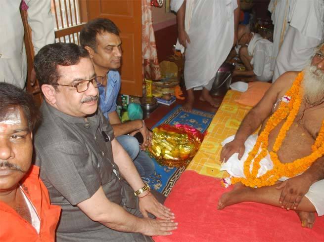 अयोध्या पहुंचे वसीम रिजवी, मंदिर निर्माण के लिए दिया 10 हजार रुपये का चंदा