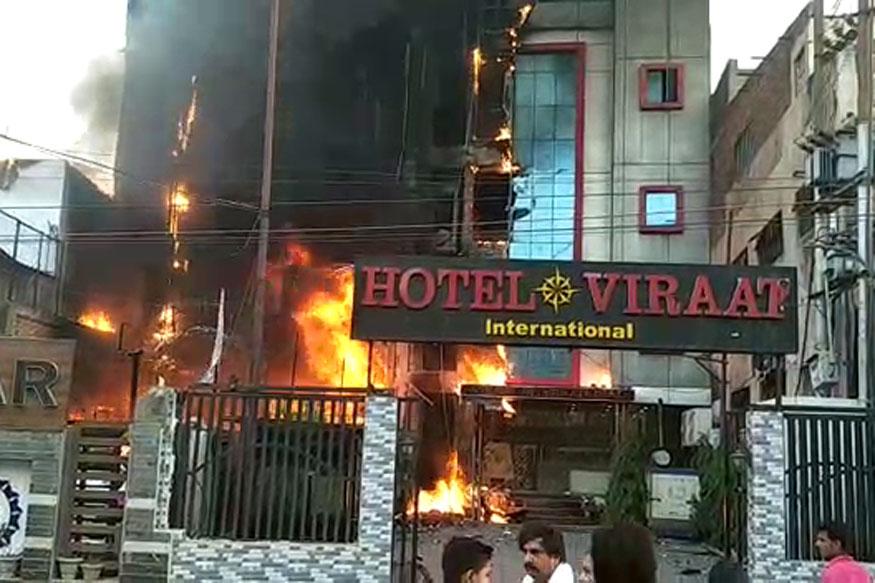 यूपी : लखनऊ के दो होटलों में लगी भीषण आग में 5 की मौत