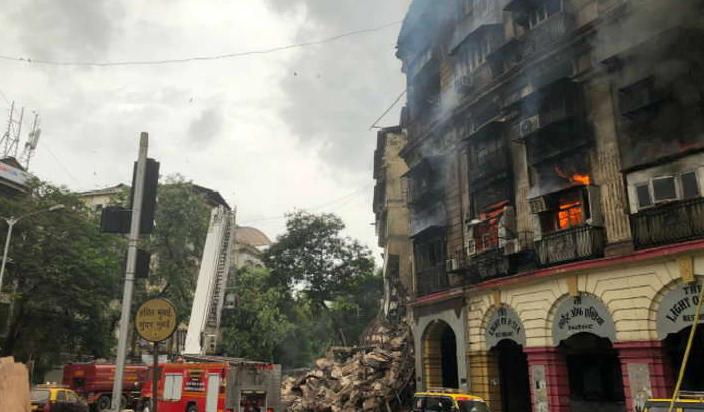 कोठारी मेंशन बिल्डिंग में लगी जबरदस्त आग, दो दमकलकर्मी घायल