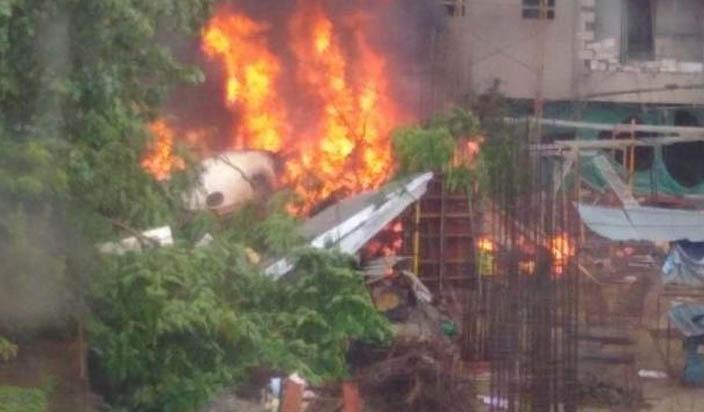 मुंबई: घाटकोपार में चार्टर्ड विमान दुर्घटनाग्रस्त, 5 लोगों की मौत