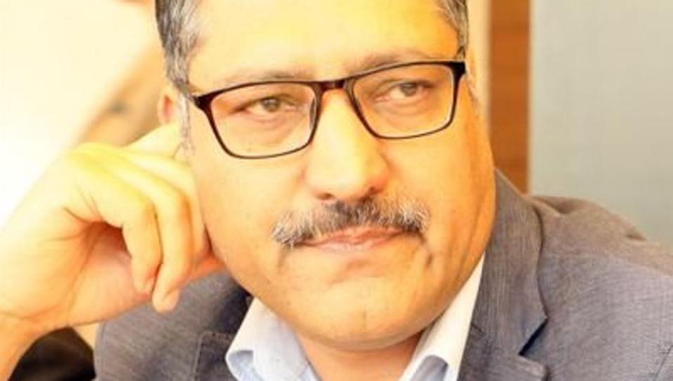 राइजिंग कश्मीर के एडिटर शुजात बुखारी के जनाजे में उमड़ा जन शैलाब