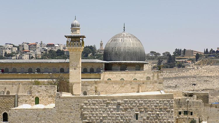 मस्जिदुल अक़्सा के बाबुल मुग़ारेबा गेट और बुर्राक़ दीवार का पत्थर गिरा
