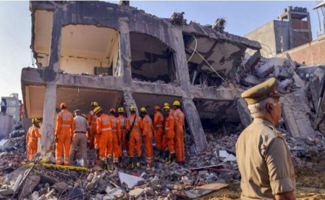 Greater Noida Building Collapse : एक और शव बरामद, मरने वालों की संख्या हुई नौ