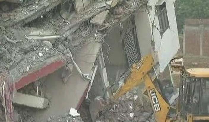 नोएडा: इमारत ढहने के मामले में 3 गिरफ्तार, 18 के खिलाफ केस दर्ज, मजिस्ट्रेटी जांच के आदेश