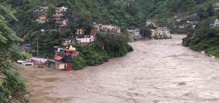 उत्तराखंड में बारिश से आई तबाही | दो जगह बादल फटा, 10 दुकान और कई वाहन बहे, मुंबई में हाई टाइड