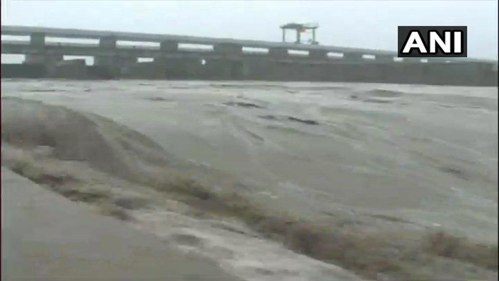 आफत की बारिश: उत्तर प्रदेश में 58 की मौत, दिल्ली में यमुना खतरे से ऊपर