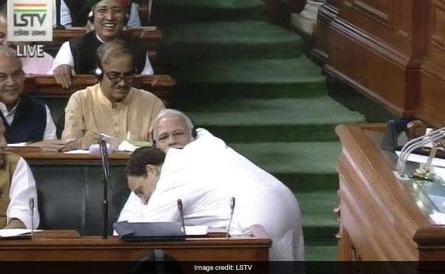 अविश्वास प्रस्ताव : भाषण खत्म कर पीएम मोदी को राहुल ने दी 'जादू की झप्पी'