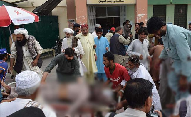 Pakistan : चुनावी रैलियों में आत्मघाती हमला, मृतकों की संख्या पहुंची 133, IS ने ली जिम्मेदारी