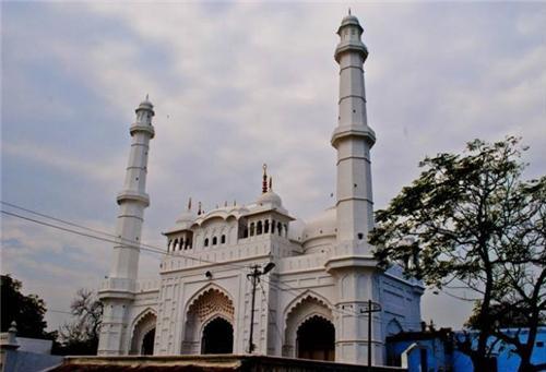 लखनऊ: ऐतिहासिक मस्जिद के सामने लक्ष्मण की मूर्ति लगाने का फैसला, हंगामा