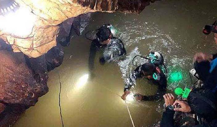 गुफा से बच्चों को निकालने वाले गोताखोरों को मिली थी राजनयिक छूट : रिपोर्ट