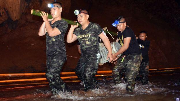 थाईलैंडः गुफा से सुरक्षित बाहर निकले सभी 12 लड़के और कोच
