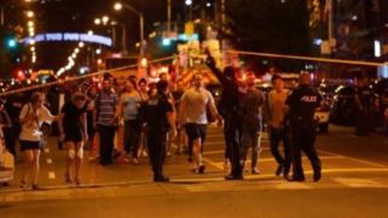 टोरंटो में फायरिंग : हमलावर ने 14 लोगों पर बरसाई गोलियां, 2 की मौत एक बच्ची जख्मी
